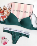 Комплект нижнего белья Lightly Lined Wireless Bra Victoria`s Secret